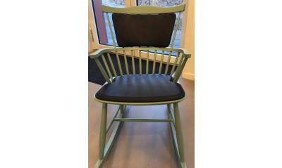 J 52  stol med kort ryghynde